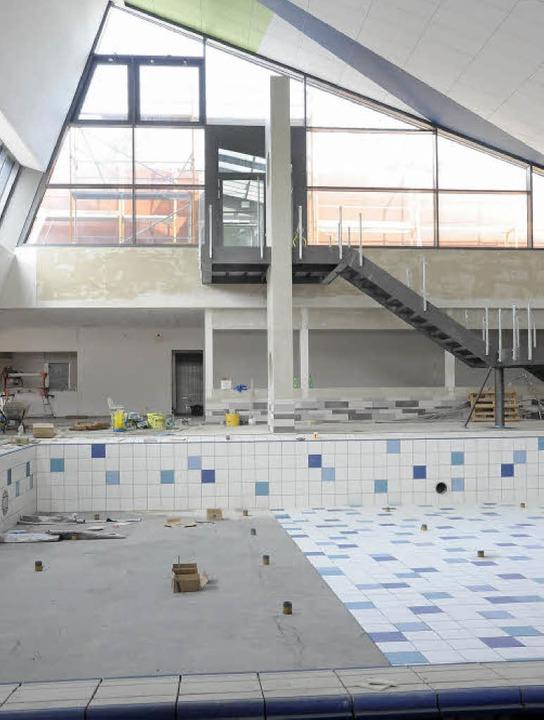 Das neue Nichtschwimmerbecken in der H...Saunabereich wartet noch aufs Geländer  | Foto: Markus Zimmermann-Dürkop