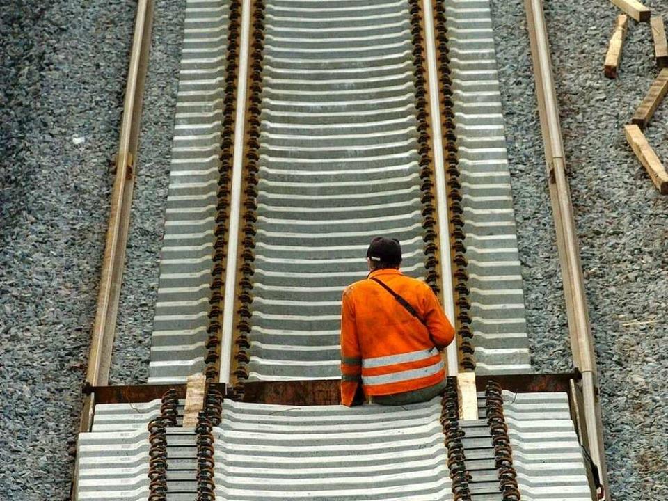 Der Ausbau der Rheintalstrecke ist umstritten.  | Foto: dpa