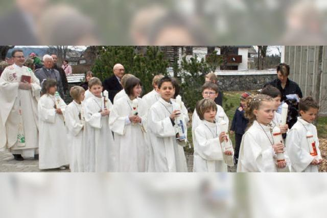 14 Kinder zum ersten Mal am Tisch des Herrn