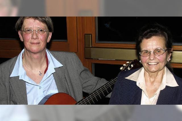 Hebellieder vorgetragen mit und ohne Gitarre