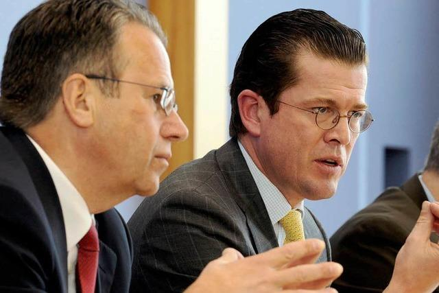 Zu Guttenberg lässt Strukturen der Bundeswehr überprüfen