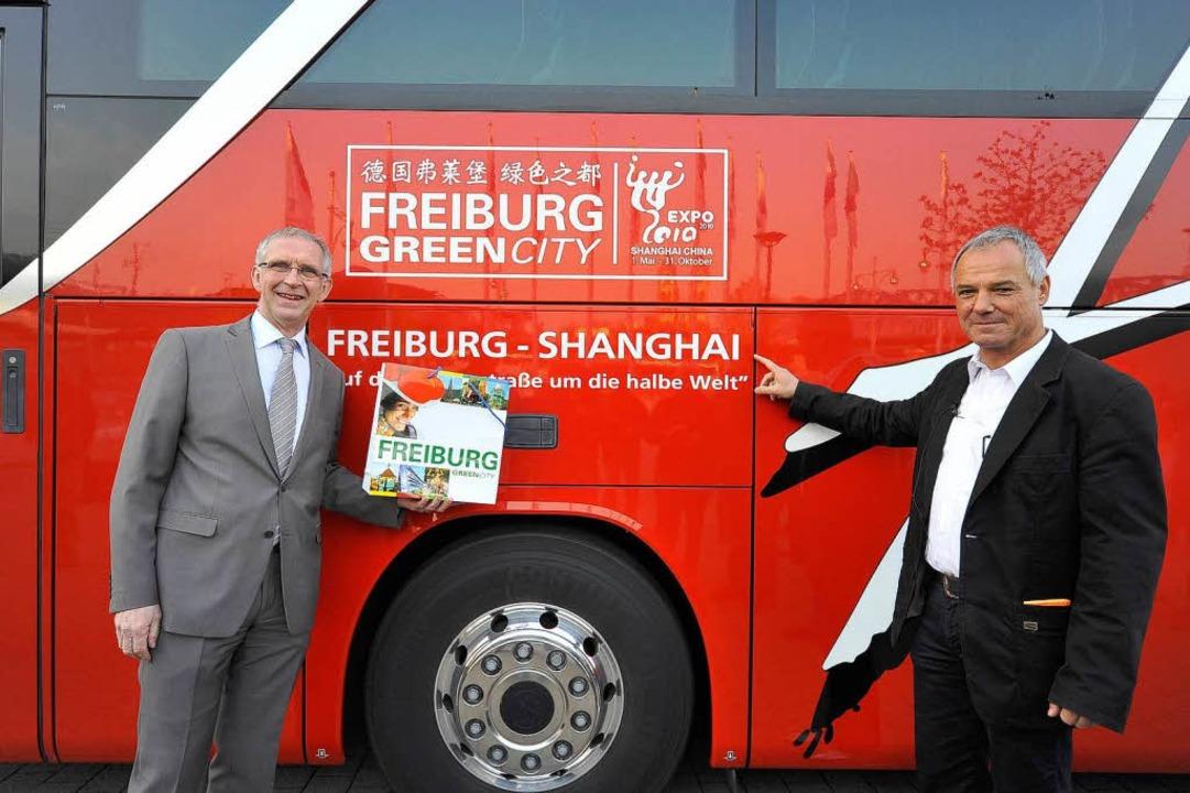 FWTM-Chef Bernd Dallmann verabschiedet...i-Geschäftsführer Hans-Peter Christoph  | Foto: Thomas Kunz