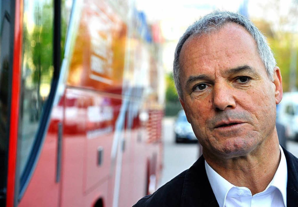 Bleibt immer cool: Hans-Peter Christoph lenkt den Bus um die halbe Welt.  | Foto: Thomas Kunz