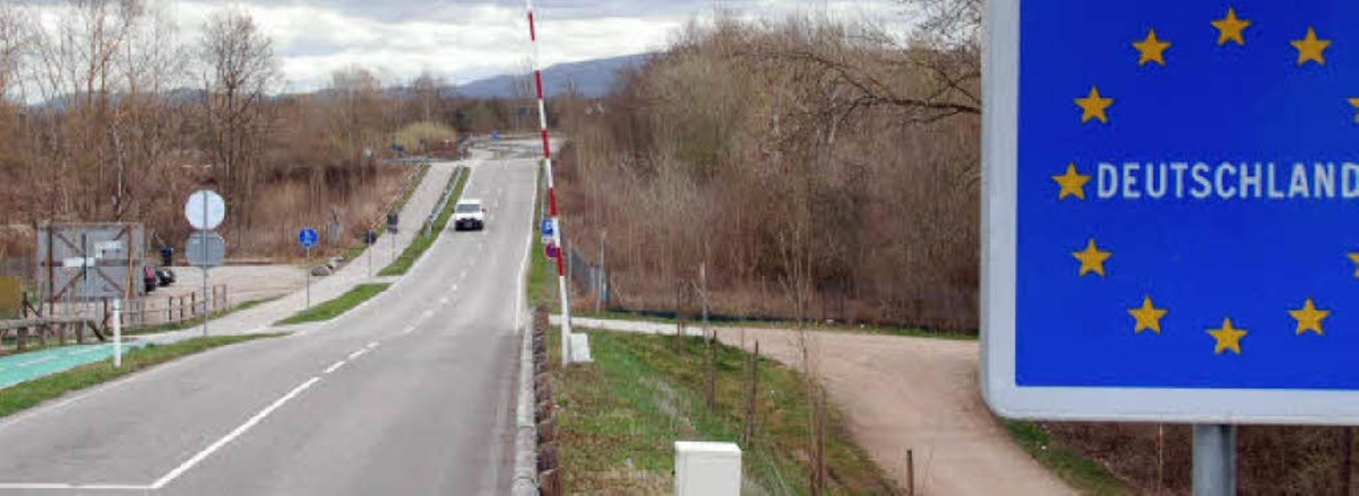 Platz für ein historisches Dokumentationszentrum:  Auffahrt zur Rheinbrücke    Foto: Franz Dannecker