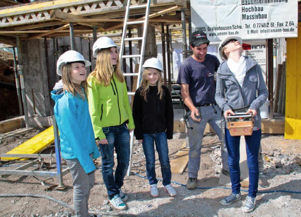 Beim Bauunternehmen Amann konnten die ...hren eines Kranes mit dem Steuergerät.  | Foto: Chris Seifried