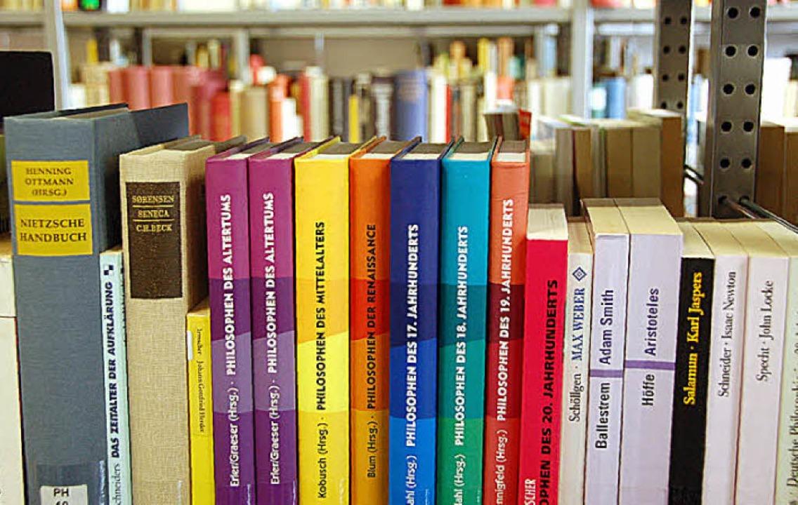 35000 Bücher und andere Medien stehen derzeit in der Regionalbibliothek.  | Foto: gramespacher