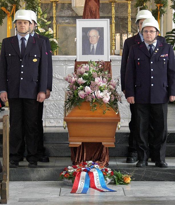 Trauerfeier für Alt-OB Egon Hugenschmi...Sarg der Kranz der Partnerstadt Sens.   | Foto: Nikolaus Trenz