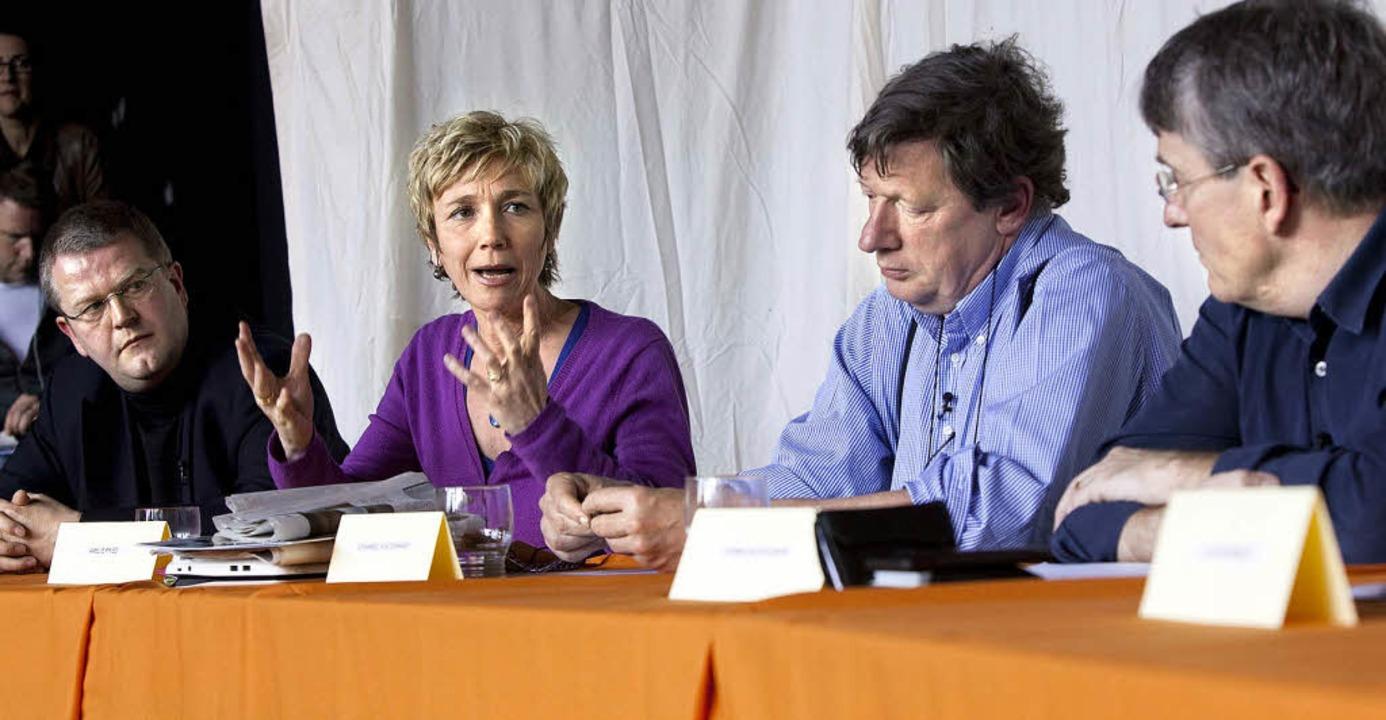 Sie wollen den Skandal benennen   (von...s von Dohnanyi  und Thomas Bockelmann   | Foto: DPA