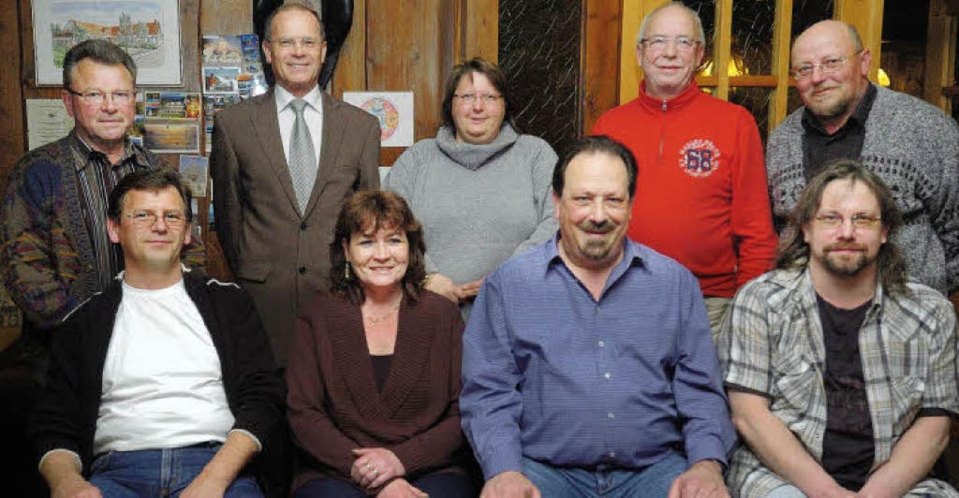Das Vorstandsteam des neuen Feuerwehrautovereins.   | Foto: Schweizer