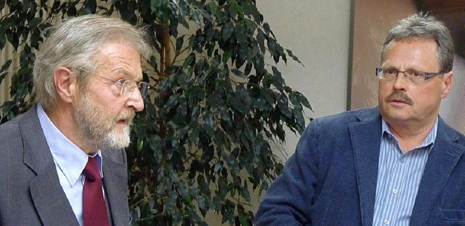 In der WG Königschaffhausen  deren Vor...ts) und der SPD-Abgeordnete  Winkler.   | Foto: Christel Hülter-Hassler