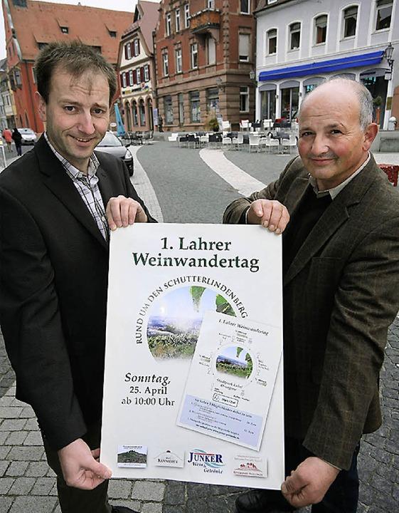 Martin Junker und Rolf Mauch (rechts) ...g rund um den Schutterlindenberg ein.     Foto: bastian henning