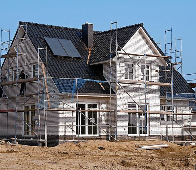 Einzelhäuser sind offenbar eher gefrag...t und ändert das Schlattholz-Konzept.   | Foto: gms