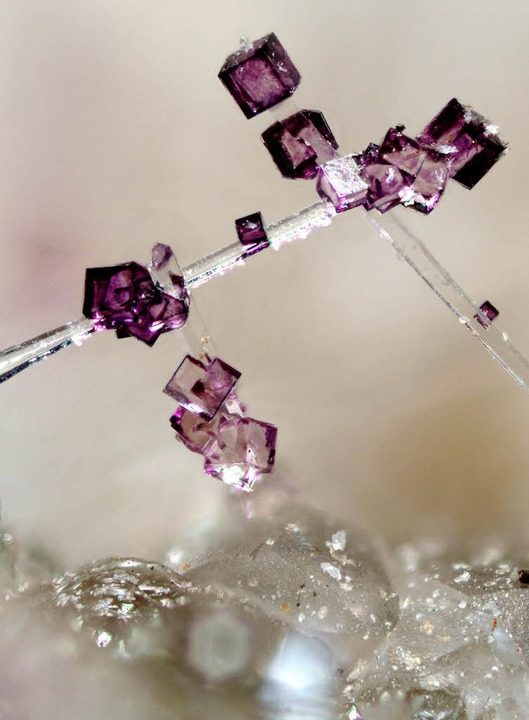 Wundersames Gebilde: ein Fluorit   | Foto: BZ