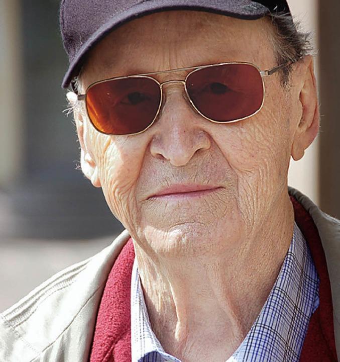 Ulrich Greulich, 81, Rentner aus Ketsc... Menschen in den Flughäfen festsitzen.    Foto: Richard Ihle