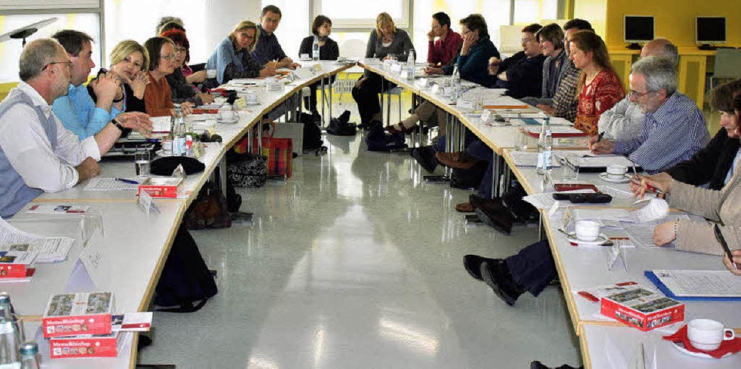Geballte Kompetenz an einem Tisch: bei...urg in der Rheinfelder Stadtbibliothek  | Foto: Julia Jacob