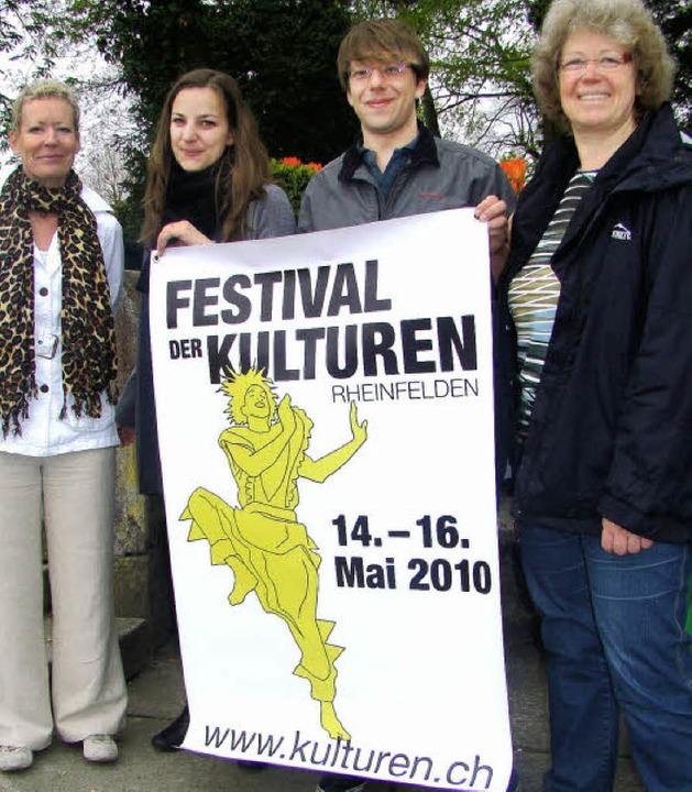 Das Festival der Kulturen stellten vor...und Jonas Berner und  Gabriele Zissel.  | Foto: Ingrid Arndt