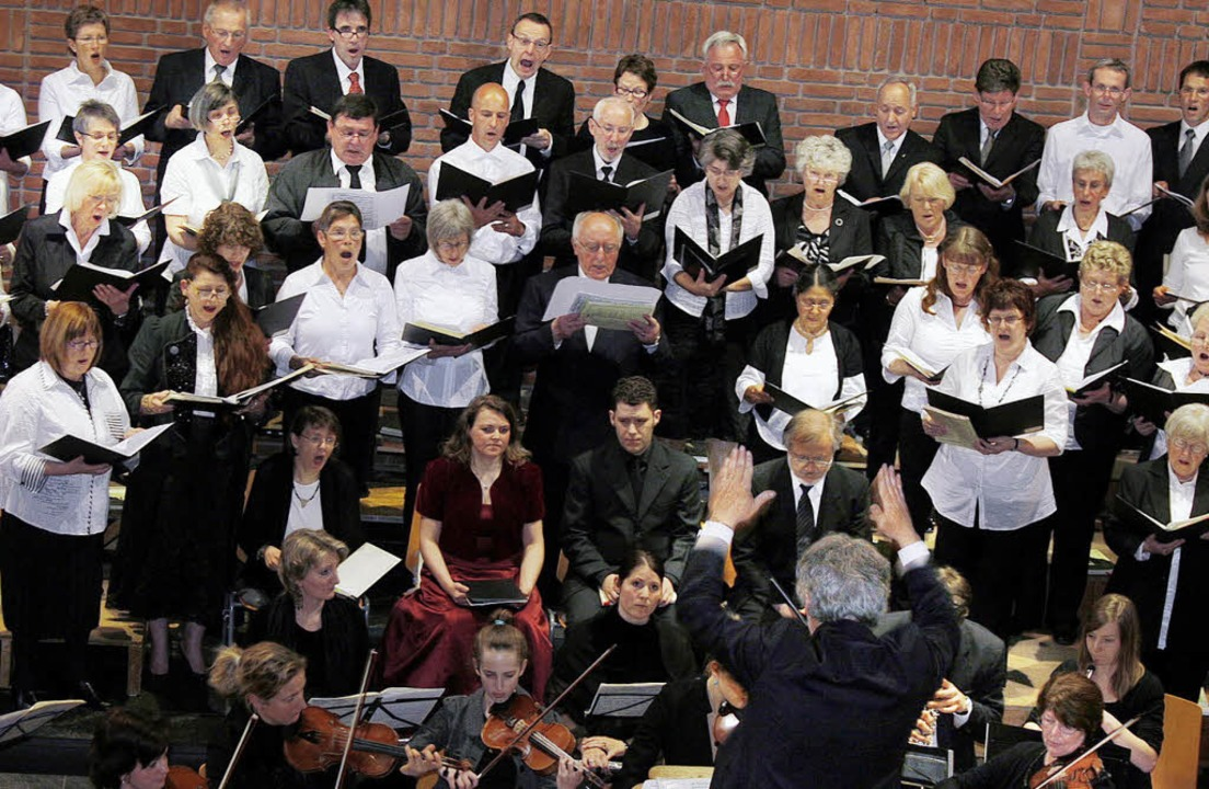 Stimmgewaltig auch dank der Unterstütz...umskonzert in der Auferstehungskirche.    Foto: heidi fössel