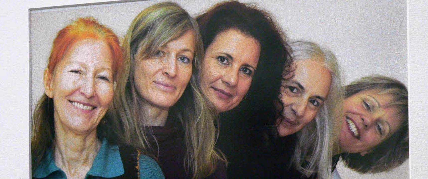 """Das Bild """"Fünf Frauen"""" von...Schopfheimer Sparkasse zu sehen sind.     Foto: Georg Diehl"""