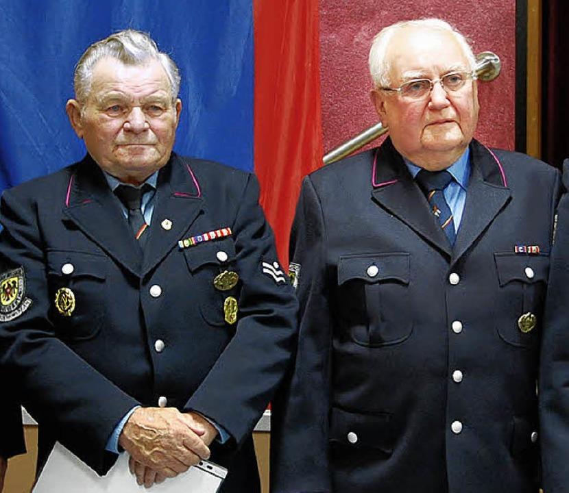 Franz Federer und Rudolf Ichterz (von ...t 60 Jahren Mitglieder der  Feuerwehr.    Foto: Kai Kricheldorff