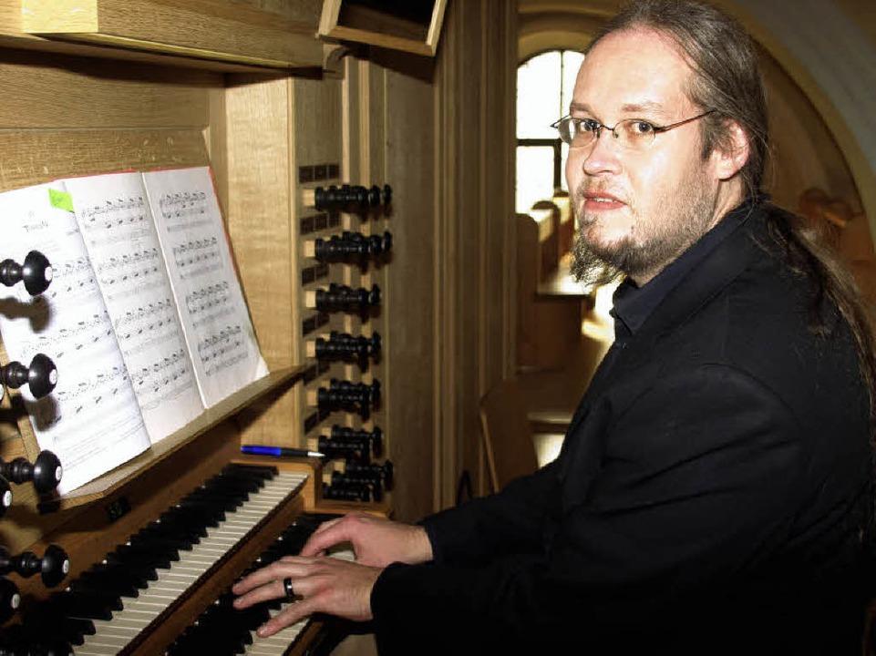 Der Bräunlinger Organist Frank Rieger ... Orgel in der Wehrer Martinskirche aus  | Foto: Karin Stöckl-Steinebrunner