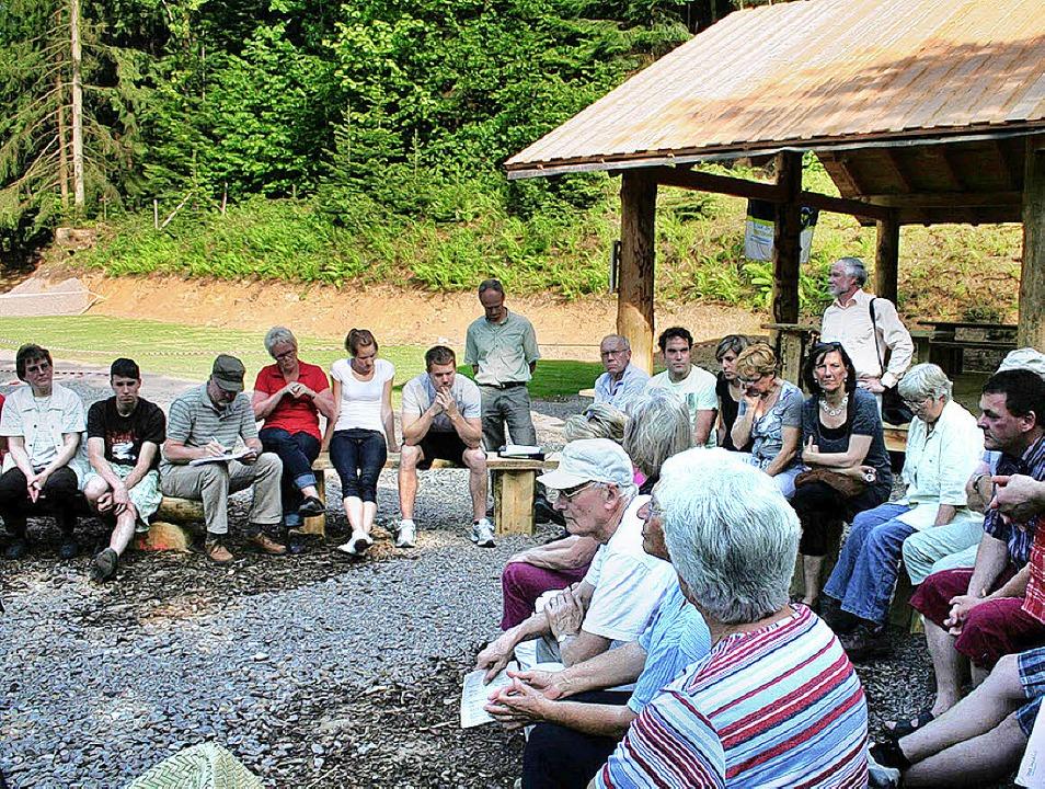 Nicht zufrieden sind die Anwohner mit ...(hier bei einem Treffen im Mai 2009).   | Foto: Karin Heiss
