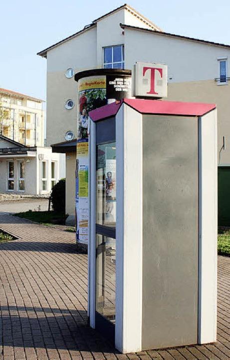 Die Telefonzelle bei der Seniorenwohna...icht häufiger benutzt, kommt sie weg.   | Foto: barbara schmidt