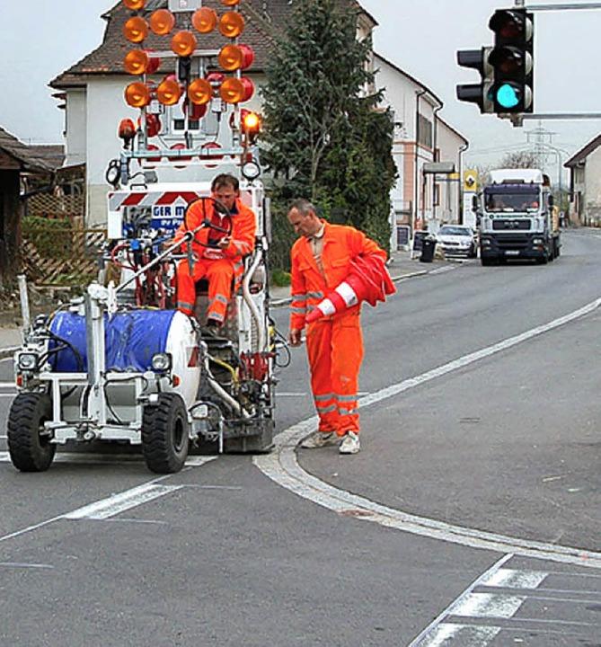 Gestern wurde die B3 in Eimeldingen markiert,  der Radweg nicht    Foto: langelott
