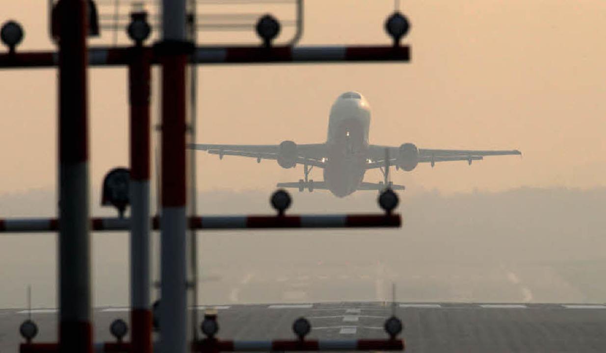 Auch am Euro-Airprt darf seit gestern wieder gestartet und gelandet werden.    Foto: dpa