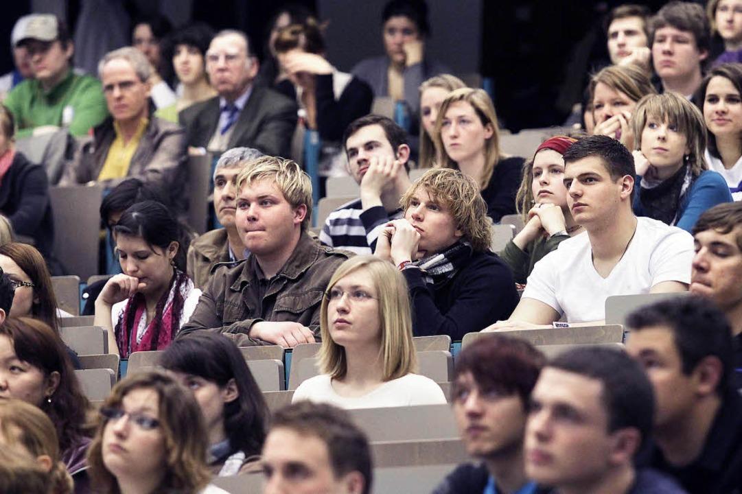 2012 wird es noch enger in den Hörsäle...och mehr Studienanfänger als erwartet.  | Foto: DDP