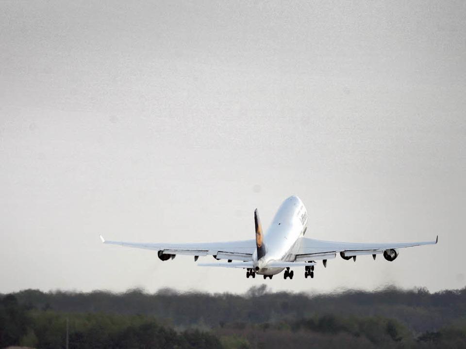 Abheben: In Baden-Württemberg wird das...nstrumentenflüge um 12 Uhr aufgehoben.    Foto: dpa