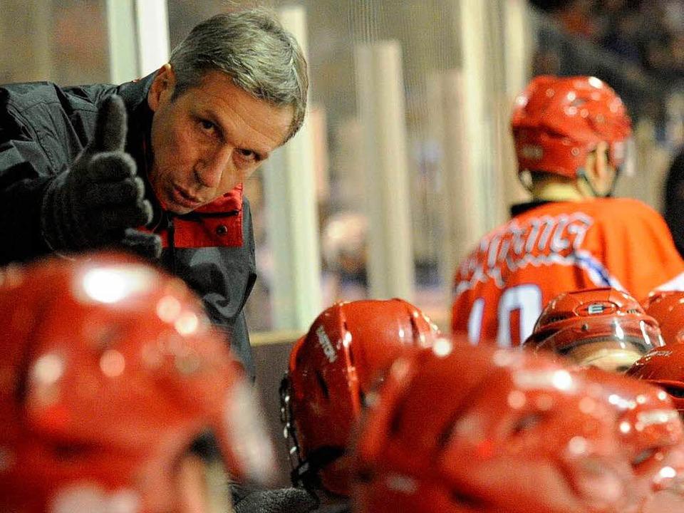Wölfe-Trainer Markus Berwanger coacht ... Beteiligten offen, wie es weitergeht.  | Foto: Achim Keller