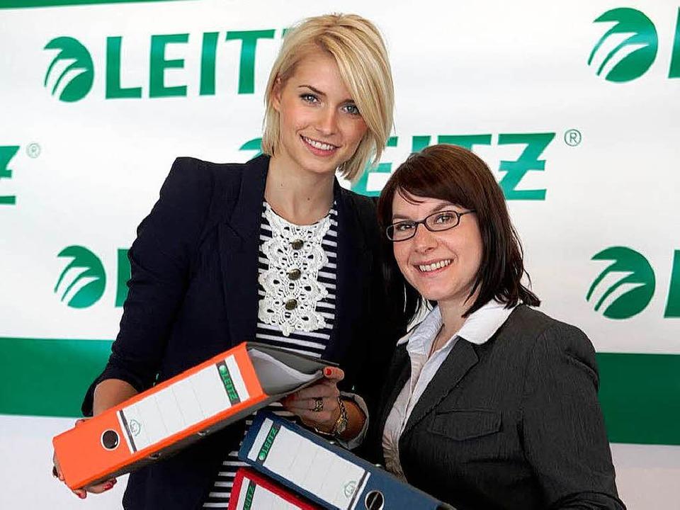 Nicole Ringswald (rechts) mit Jury-Mitglied Lena Gercke.     Foto: BZ