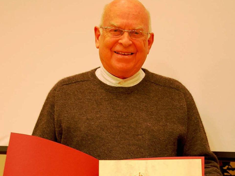 Das strahlende neue Ehrenmitglied Bernd Kellner  | Foto: Sylvia-Karina Jahn
