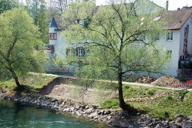 Zum Relaxen auf die Terrasse am Rheinufer