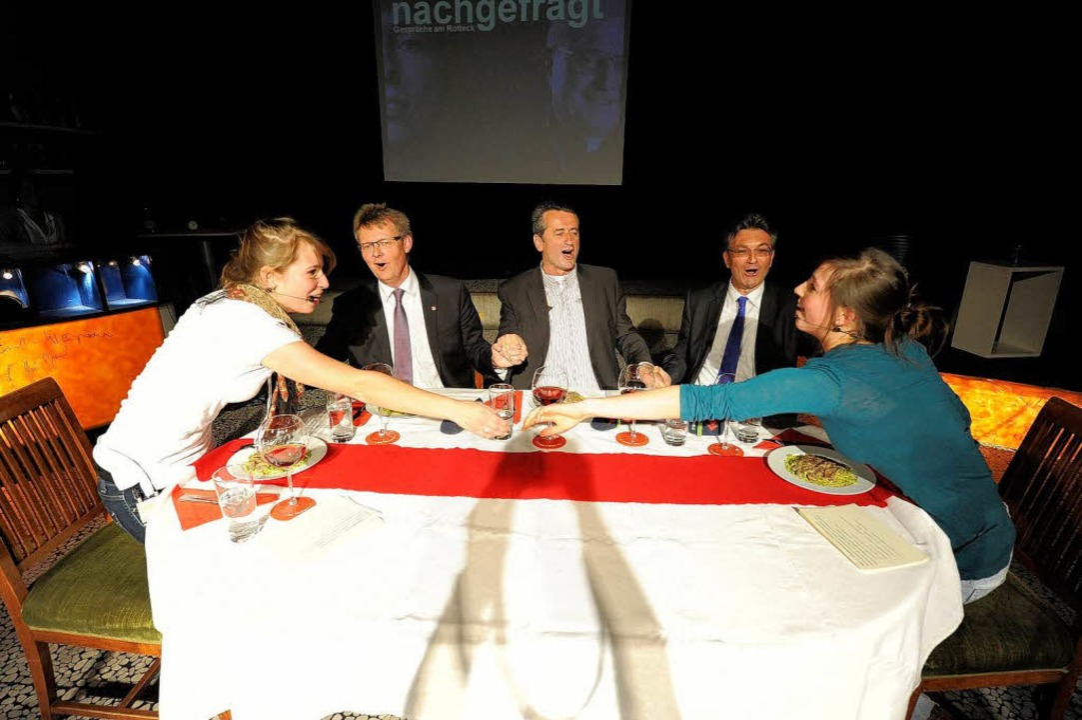 Piep, piep, piep, wir haben uns alle l...11; die Moderatorinnen baten zu Tisch.  | Foto: Ingo Schneider