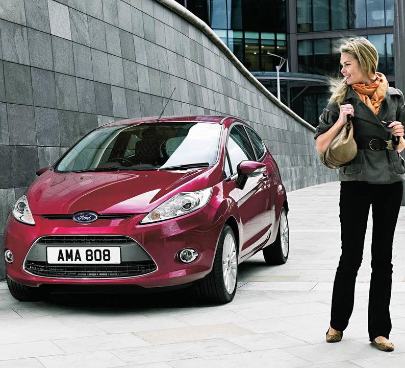 Farbtupfer und Blickfang: Der Ford Fie... hat damit Violett neu interpretiert.     Foto: FORD