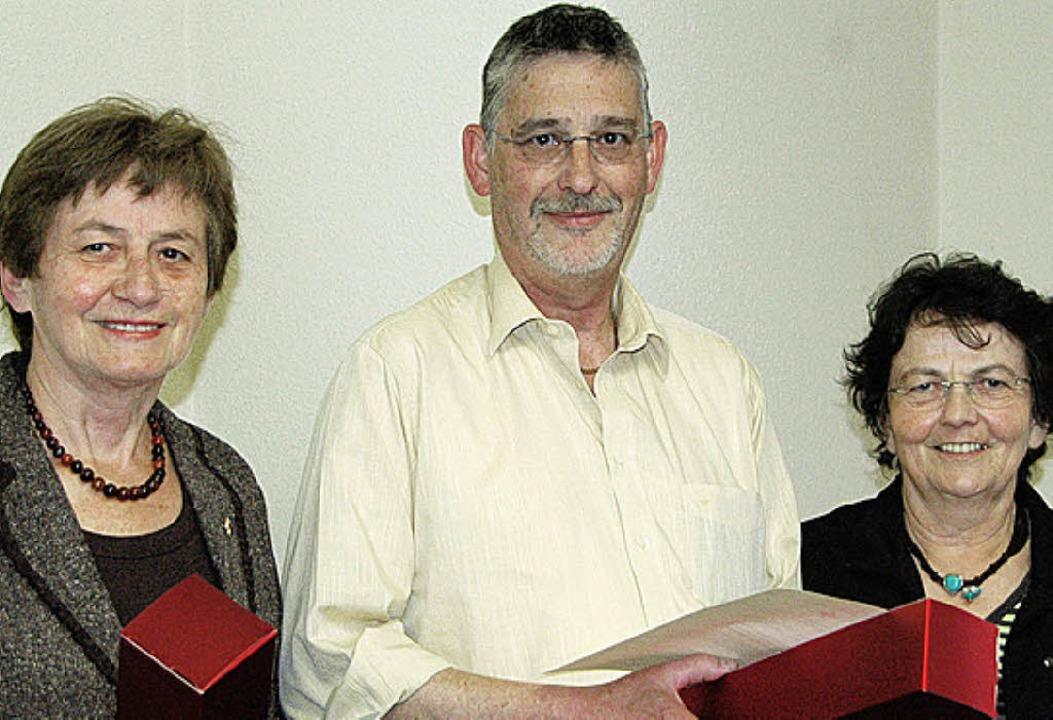 Ortsvorsteherin Helene Brombacher dank... rechts)  für jeweils 25 Blutspenden.   | Foto: Ounas