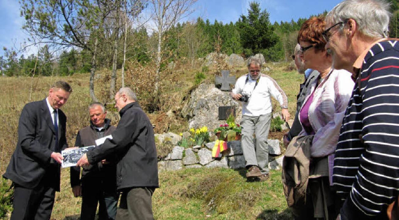 Ehemalige Heeresflieger und Herbert Ki...shütte zu einer Gedenkfeier zusammen.     Foto: Susanne Filz