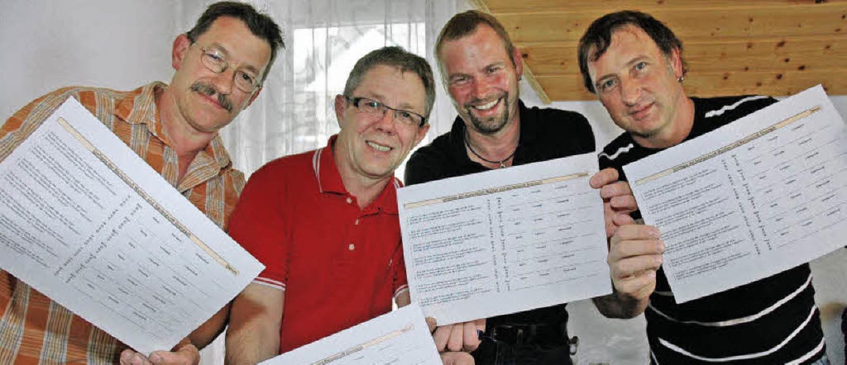 Fragebogen-Aktion:  Seneschall Uwe Dam...zunft Rolli-Dudel Wyhlen (von links).   | Foto: Heinz Vollmar