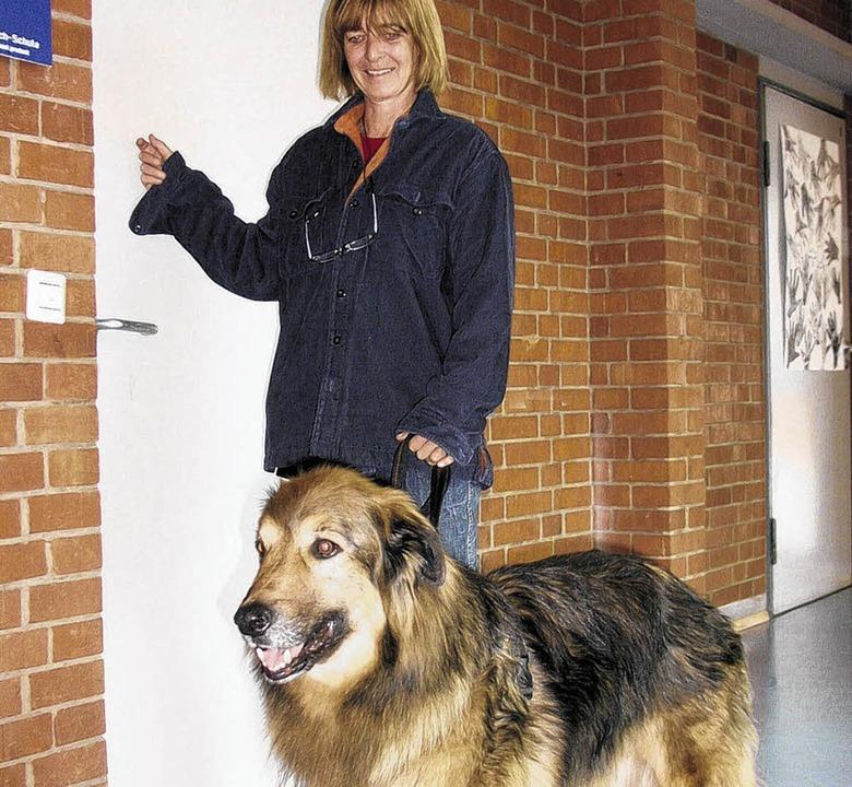 Schulhund Kimba mit seinem Frauchen Patricia Führing    | Foto: Lendle