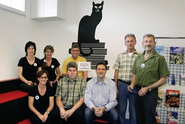 Schwarze Katze für Stadtbücherei