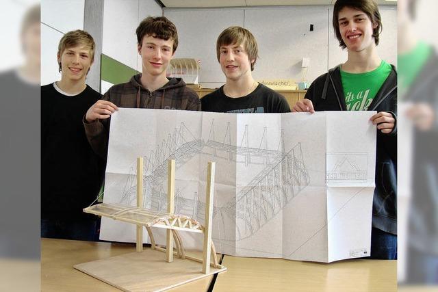 Schüler konstruieren Fußball-Dächer
