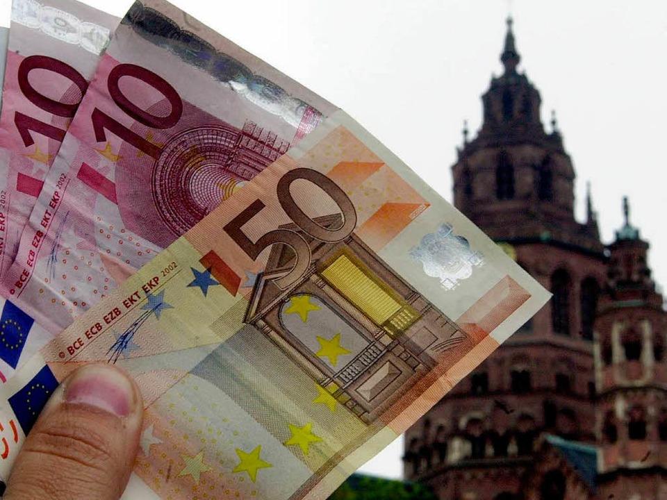 Die Kirchensteuer beschäftigt nun auch die Verwaltungsrichter in Mannheim.  | Foto: Alexander Heimann