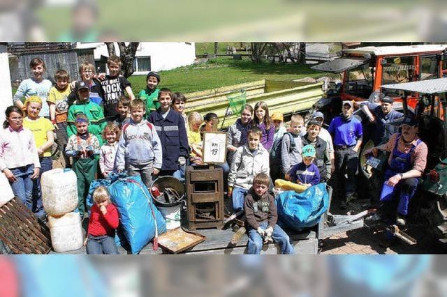 Viele Jugendliche halfen bei der Suche nach Müll
