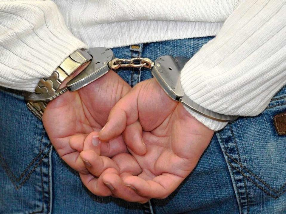 Die Aussagen über die Verhaftung  gehen auseinander. (Symbolbild)  | Foto: dpa