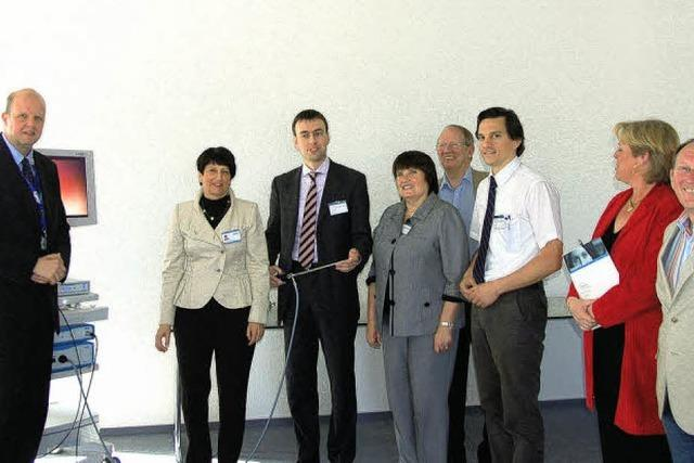 SPD-Landeschef Nils Schmid besucht Hightec-Firma Schölly