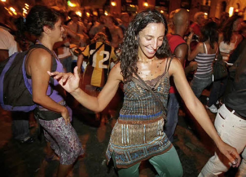 Am Ende von Jürgen Teipels Roman ist die Straße der Dancefloor.   | Foto: vario