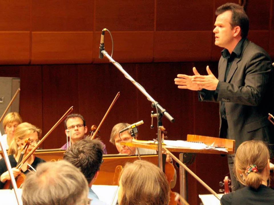 François-Xavier Roth bei einer Probe m... SWR-Sinfonieorchester in Baden-Baden.  | Foto: SWR/Büscher