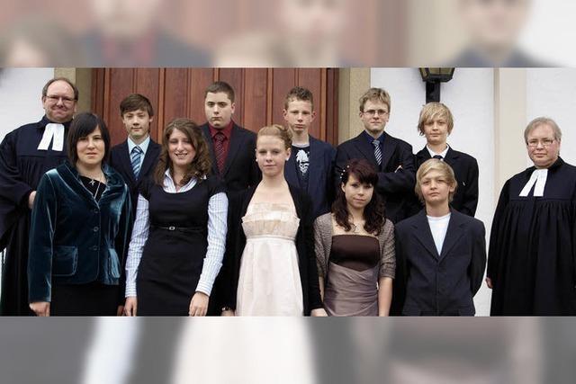 Zehn Jugendliche