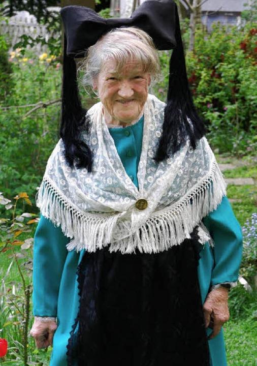 Als 89-Jährige gerüstet für das Große Hebelfest 2010   | Foto: Steinfelder